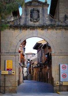 Olite, Portal de Tafalla, by tetegil, via Flickr