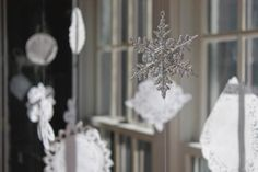 TUTORIAL: Simple DIY Christmas Decorations