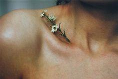 Tatuagem de Flor | Realista no Trapézio