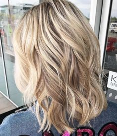 70 Perfect Medium Length Hairstyles for Thin Hair, Frisuren, Wavy Medium Hairstyle. Medium Thin Hair, Medium Hair Styles, Curly Hair Styles, Medium Length Wavy Hairstyles, Medium Layered, Loose Curls Medium Length Hair, Short Curls, Medium Curled Hair, Cute Hair Cuts Medium