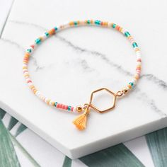 Miyuki beads are perfect for creating amazing jewellery with a minimalist, yet colourful look. Check our inspiration with Miyuki here! Beaded Choker, Beaded Jewelry, Beaded Bracelets, Bracelet Making, Jewelry Making, Diy Jewelry Inspiration, Wholesale Beads, Homemade Jewelry, Summer Jewelry