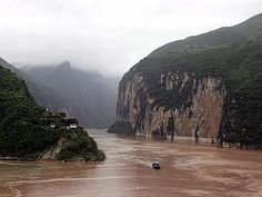 Travel the Yangtze River from Shanghai through Nanjing, Wuhan, The Three Gorges Dam & Chongking in China