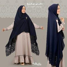 SIENNA By Oribelle Hijab Style Perpaduan basic dress dengan aksen lipit dibagian bawah dress dan list kecil yang manis & khimar one layer dengan motif lasercut yang unik. MATERIAL DRESS : COTTON ZHEGNA HIGH QUALITY ( Sejenis ballotelly kualitas premium lebih lembut jatuhtidak menerawang adem & nyaman dikenakan) KHIMAR KARDI INSTAN : SUPERCREPE HEAVENSTAR (sejenis crepe tidak menerawang jatuh adem nyaman dikenakan dengan motif lasercut yang cantik) Dress dengan model simple & cutting yg nya