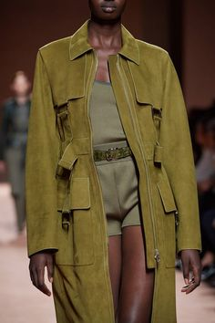 on hermes runway mode.damourFASHIONKILLS on hermes runway mode.damour Tendance autumn-winter Bow-Knot Mesh Shoulders Cropped Top-Cargo Chic Colour Trends for 2020 Fashion Week, Fashion 2020, Look Fashion, Daily Fashion, Runway Fashion, Spring Fashion, High Fashion, Fashion Show, Fashion Outfits