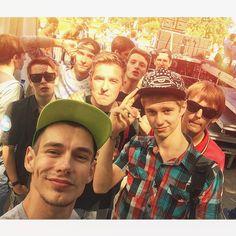 Шикарный день! Отличная погода, #лужники, целый автобус калужских битбоксеров от мала до велика))) Всероссийский чемпионат по битбоксу 2015!!! #selfie #eplive #moscow #beatbox #battle #live #looping #livelooping #champion