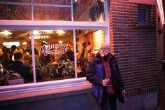 <b>De mannen achter cocktailbar Jigger¿s turnden het oude volkscafé De Druiftak om tot Ganzerik, een hip eetcafé met artisanale bieren, Vlaamse kost in een modern jasje en limonade en cocktails van ...</b>