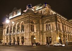 There are two ways to see the world famous State Opera House. One way is to participate in the tours organised by professional guides inside the Opera and see the building, listen the history, go up on the stage and visit the main hall. Beautiful Sites, Beautiful Places, House Beautiful, Monuments, Places Ive Been, Places To Visit, Vienna State Opera, Imperial Palace, Vienna Austria