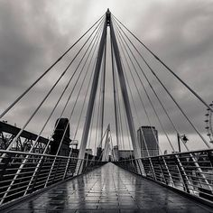 The Golden Jubilee footbridges, leading to South Bank from Westminster. Photo by @ottoberkeley #mysouthbank