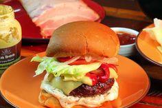 Burger de fraldinha do chef Alex Sotero - http://chefsdecozinha.com.br/super/receitas/hamburguer/burger-de-fraldinha-do-chef-alex-sotero/ - #AlexSotero, #Burger, #Hamburger, #Huamburguer, #Superchefs, #Videos