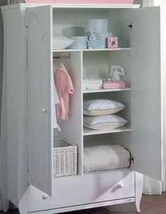 A simple organisation of a wardrobe - www. A simple organisation of a wardrobe - www Baby Cupboard, Cupboard Storage, Kids Bedroom, Bedroom Decor, Ideas Dormitorios, Foto Baby, Baby Furniture, Unique Baby, Baby Room