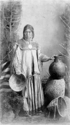 Apache Indian maiden :: Western History Native American Proverb, Native American Beauty, Native American Photos, Native American Tribes, Native American History, Apache Indian, Native Indian, First Nations, Navajo