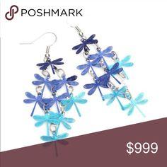 🌟30% BUNDLE SALE🌟 Dragonfly dangle earrings Beautiful 🎀 blue ombré 🎀 dragonfly earrings 🎀 lightweight 🎀 in original packaging Jewelry Earrings