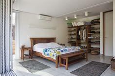 Não tem grana para um guarda roupa? faça você mesmo, olha que legal feito com alvenaria  pode usar uma cortina como porta, tem casa q...