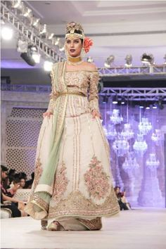Fahad Hussayn Accumulation Bridal Wear luxuary also showed the fourth Loreal Paris Bridal Gowns Collection 2014.as we all realize that Fahad Hussayn is a clothing brand