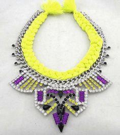 Maxi colar prateado neon com cristais
