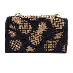 fa651c780a Bolsa bordada à mão com detalhes no formato abacaxi. Parte interna forrada  por tecido acamurçado