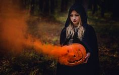🔴 Awaken the witch on you - Best Picture For kids halloween cards For Your Taste You Halloween Tags, Halloween Fotos, Pregnant Halloween, Creepy Halloween, Smoke Bomb Photography, Fantasy Photography, Autumn Photography, Photography Ideas, Fall Pictures