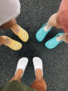 Crickety crocity your Crocs are now my property:) Summer Outfits, Girl Outfits, Cute Outfits, Cute Shoes, Me Too Shoes, Scrunchies, Looks Style, My Style, Summer Aesthetic