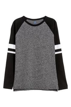 Long-sleeved crew-neck T-shirt in soft organic cotton jersey with contrasting neckline and raglan sleeves. Cute Girl Outfits, Kids Outfits, Organic Cotton T Shirts, Black Kids, Jersey Shirt, Neck T Shirt, Fashion Online, Long Sleeve Shirts, Kids Fashion