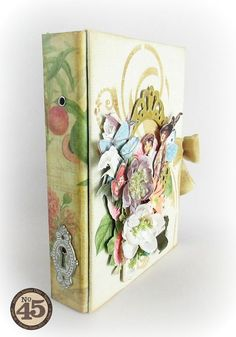 Alberto really made the Botanical Tea paper spine look like a vintage masterpiece. A dynamic touch to a beautiful project #graphic45