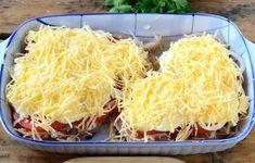 Šťavnaté kura, zapečené so zemiakmi, paradajkou, majonézou a syrom Vegetarian Recipes, Cooking Recipes, Healthy Recipes, Hungarian Recipes, Pork Dishes, Food Design, Food Photo, Food Inspiration, Macaroni And Cheese