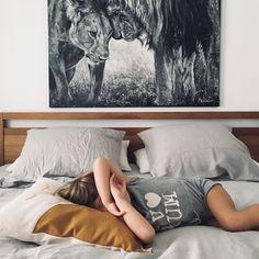 Celle qui a beaucoup beaucoup de mal à se réveiller le matin surtout quand il y a école chez vous cest pareil?? La que le cuesta mucho mucho despertarse por la mañana sobre todo cuando hay cole para vosotros es lo mismo?? #lescornesdejuju #homedecor #mybedroom #z&v #gray #fashionkid #fb #familylife #socalm