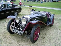 Vintage Car Models: A Collectors Dream - Popular Vintage Vintage Cups, Vintage Ideas, Vintage Colors, Veteran Car, Bentley Mulsanne, Classic Mercedes, Unique Cars, Vintage Bicycles, Custom Trucks