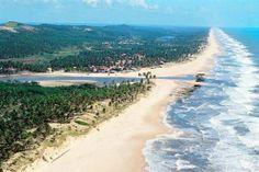 Deslumbrante praia a direita da península no centro de Itariri. Localizado na parte do litoral que mais cresce no turismo do Brasil.