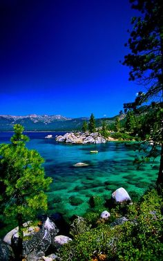 Your Travel Plans should include Emerald Bay, South Lake Tahoe, California USA - It's a little north off freeway/highway, but it's so beautiful! Dream Vacations, Vacation Spots, Vacation Ideas, Cool Places To Visit, Places To Travel, Lac Tahoe, Emerald Bay Lake Tahoe, Emerald Lake, South Lake Tahoe