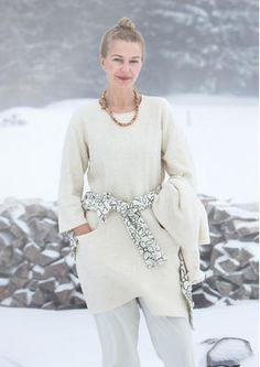 """Gudrun Sjödens Winterkollektion 2015 - DIe Struktur dieser einfarbigen Tunika erinnrt an frisch gefallenen Schnee. Bestelle jetzt die """"Snöbär"""" Tunika aus Öko-Baumwolle: http://www.gudrunsjoeden.de/mode/produkte/blusen-tuniken/tunika-snoebaer-aus-oeko-baumwolle"""