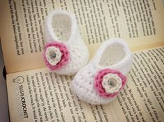 Free Crochet Pattern for Baby Booties. #susiejcrochet