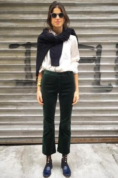 Leandra Medine is one of our main references for her style, charm and humor. Leandra Medine, Jean Outfits, Chic Outfits, Outfit Jeans, Winter Outfits, Summer Outfits, Tennis Shoes Outfit, Fashion Idol, Fall Fashions