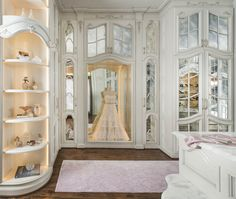 Explore the best of luxury closet design in a selection curated by Boca do Lobo to inspire interior designers looking to finish their projects. Discover unique walk-in closet setups by the best furniture makers out there Walk In Closet Design, Closet Designs, Dream Closets, Dream Rooms, Dream Wardrobes, Open Closets, Walking Closet Ideas, Dressing Room Closet, Dressing Rooms