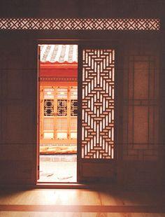 Chung Won San Bang, Gye-Dong,Jongno-gu, Seoul / SungSim Arts Crafts CO. a window and doors studio Beautiful Architecture, Interior Architecture, Interior Design, Korean Traditional, Traditional House, Seoul, Japanese Interior, Hotel Interiors, Life Design