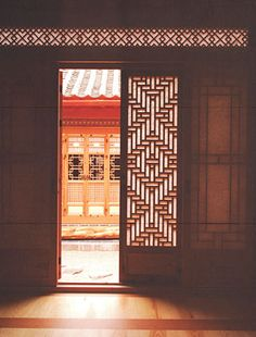 Chung Won San Bang, Gye-Dong,Jongno-gu, Seoul / SungSim Arts Crafts CO. a window…