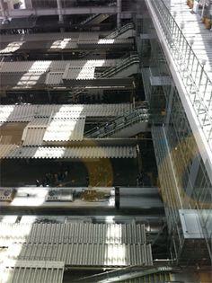 <Architecture>昨年大幅に拡張された大阪駅。実はすべてのホームを見下ろすことのできるデッキがお気に入り。デザイン云々ではなく、メタリックな屋根と電車がただ連なっているだけ、という実用重視な建築もまた、日本の個性だと思う。【LEON編集長 前田陽一郎】  http://lexus.jp/cp/10editors/contents/leon/index.html    ※掲載写真の権利及び管理責任は各編集部にあります。LEXUS pinterestに投稿されたコメントは、LEXUSの基準により取り下げる場合があります。