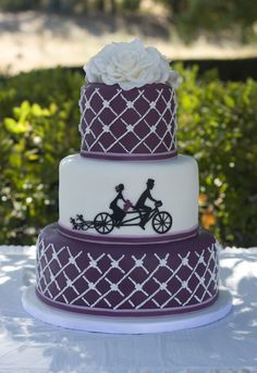 Bicycle Built for Two - Wedding cake I want to make a cake like this so bad...pipe dreams! I'll have to practice a bit first!