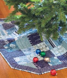 Tree Skirt - easy Christmas holiday quilting project - Quickly Quilting - Winter 2013