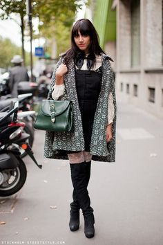 Love this Vintage Cape. Modern Fashion, Urban Fashion, Vintage Fashion, Fashion Design, Fall Fashion, Fashion Ideas, Vintage Hollywood, Hollywood Glamour, Real Style
