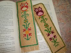Χειροτεχνήματα: Κατασκευές με τα περισεύματα λινάτσας / What to do with burlap scraps Cross Stitch Alphabet Patterns, Cross Stitch Geometric, Cross Stitch Bookmarks, Cross Stitch Books, Cross Stitch Borders, Modern Cross Stitch, Cross Stitching, Cross Stitch Embroidery, Palestinian Embroidery