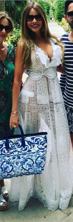 Who made  Sofía Vergara's white lace dress, jewelry, and blue print handbag?