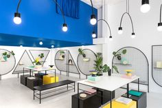 Valencian designers Masquespacio renovated a building from the'80s for Gnomo's new showroom mixing bright colours and geometrical customade furniture.