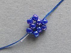 Kolczyki Flora - kwiatki z chwostami Beaded Brooch, Beaded Earrings, Bead Jewellery, Diy Jewelry, Beading Tutorials, Beaded Flowers, Bead Weaving, Jewerly, Sequins