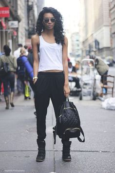 STREET STYLE: Simple.                                                                                                                                                                                 More
