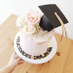 Savory magic cake with roasted peppers and tandoori - Clean Eating Snacks Graduation Cake Designs, College Graduation Cakes, Graduation Party Themes, Graduation Cap Decoration, Graduation Celebration, Grad Parties, Cake Disney, Salty Cake, Savoury Cake