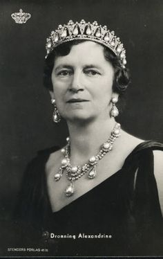 Queen Alexandrine of Denmark (1879-1952) wears the Pearl Poiré Tiara with the necklace and earrings that were given by the Khedive of Egypt to the future Queen Louise of Denmark as a wedding gift in 1869