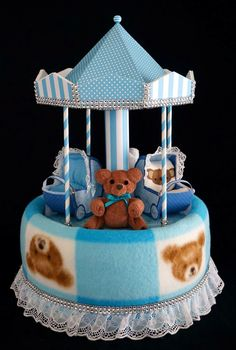 Teddy Bear Carousel Diaper Cake www.facebook.com/DiaperCakesbyDiana Baby Shower Baskets, Baby Shower Deco, Baby Hamper, Baby Shower Diapers, Baby Shower Gifts, Unique Diaper Cakes, Diy Diaper Cake, Nappy Cakes, Baby Diaper Crafts