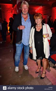 Laden Sie dieses Alamy Stockfoto Rolf Lassgard und Hannelore Hoger am Medianight 12 bei Kuehlhaus. Berlin, Deutschland - 03.09.2012 - DJ640B aus Millionen von hochaufgelösten Stockfotos, Illustrationen und Vektorgrafiken herunter.