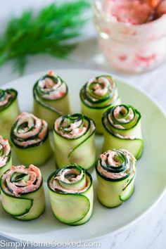 smoked salmon cucmber rolls (replace cream cheese w cottage cheese ? easy smoked salmon cucmber rolls - maybe adding a little horseradish? The best smoked salmon cucumber appetizers. Thinly sliced cucumber rolled up with smoked salmon cream cheese spread Cucumber Appetizers, Yummy Appetizers, Appetizer Recipes, Seafood Recipes, Cucumber Recipes, Party Appetizers, Vegtable Appetizers, Seafood Dip, Canapes Recipes