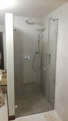 DUBIEL GLASS Kraków – kabiny prysznicowe | realizacje Bathtub, Bathroom, Glass, Standing Bath, Washroom, Bathtubs, Drinkware, Bath Tube, Full Bath